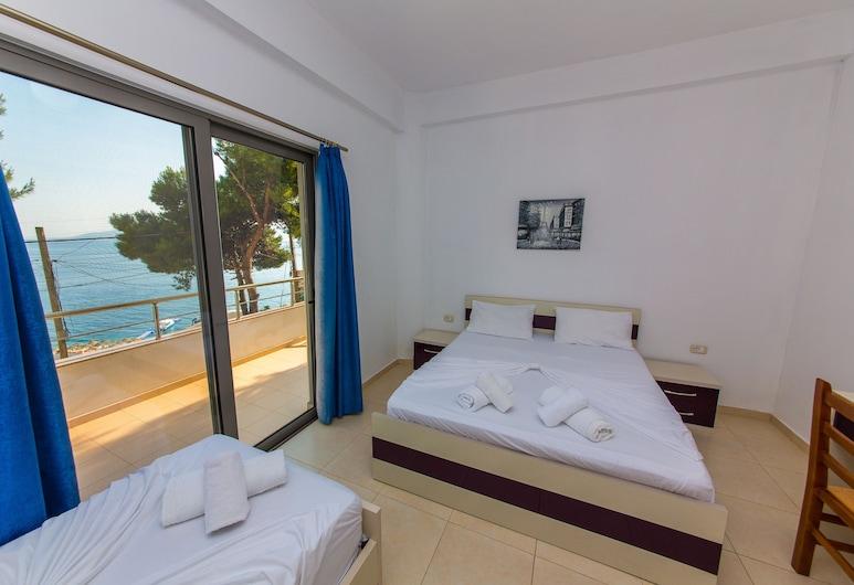 Summer Kiss Hotel, Sarandë, ห้องแฟมิลี่, 2 ห้องนอน, ระเบียง, วิวทะเล, ห้องพัก