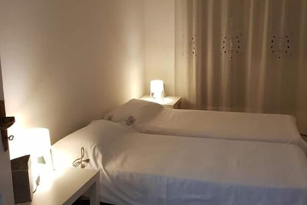 Habitación triple, baño privado (not in room) - Habitación
