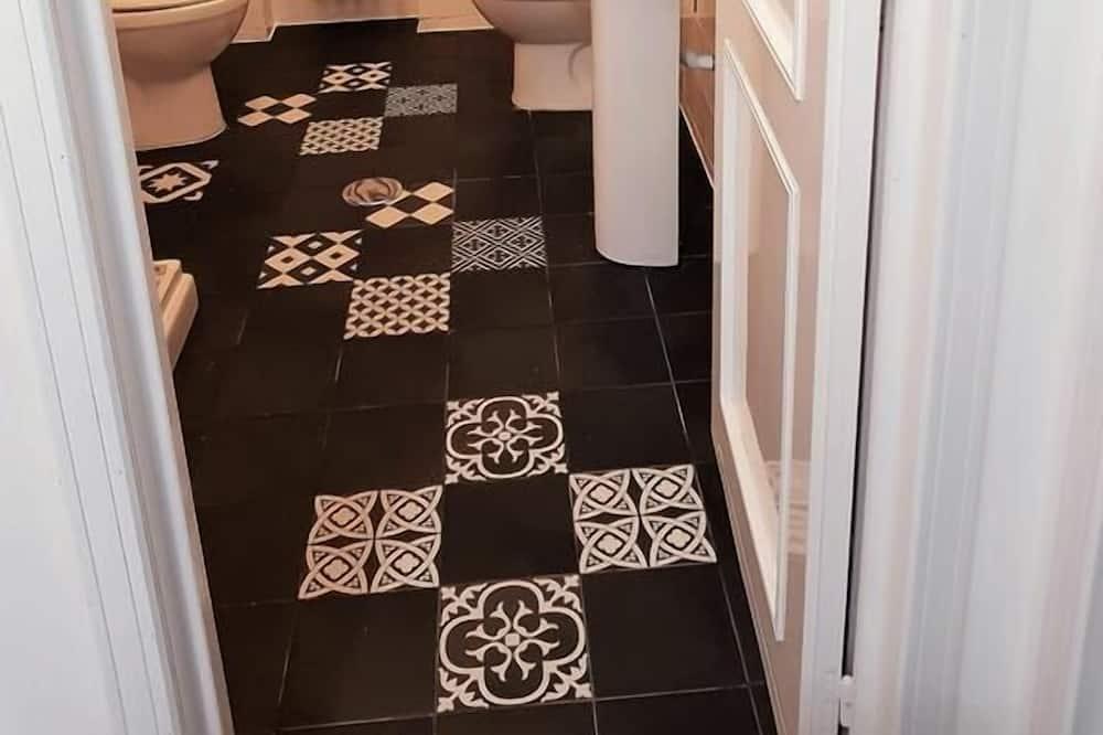 Habitación triple, baño privado (not in room) - Cuarto de baño