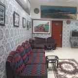 Priestory na sedenie v hale