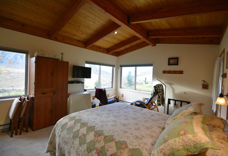 Osprey Point Rest. 5 Minutes From Gardiner, Yellowstone River and Wildlife Views, Gardiner, Room