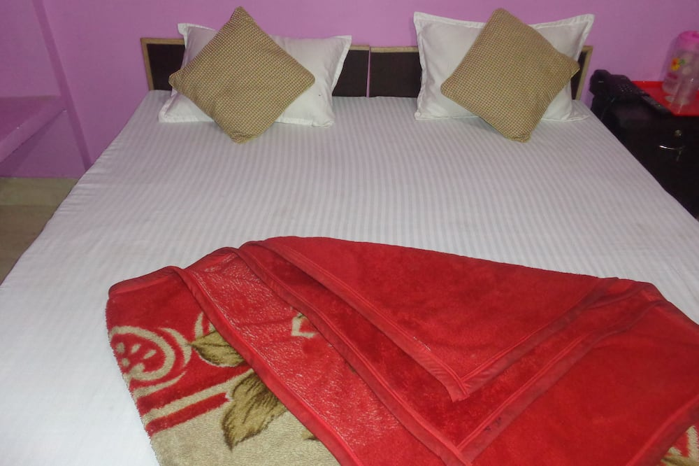 Basic Double Room, 1 Double Bed, Smoking - Guest Room