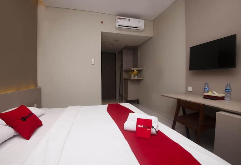 RedDoorz Plus @ Jakarta International Equestrian Park, Jakarta, Double Room, Guest Room