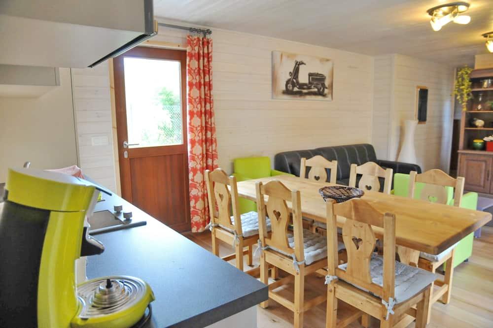 Comfort Chalet, 3 Bedrooms - Tempat Makan dalam Bilik
