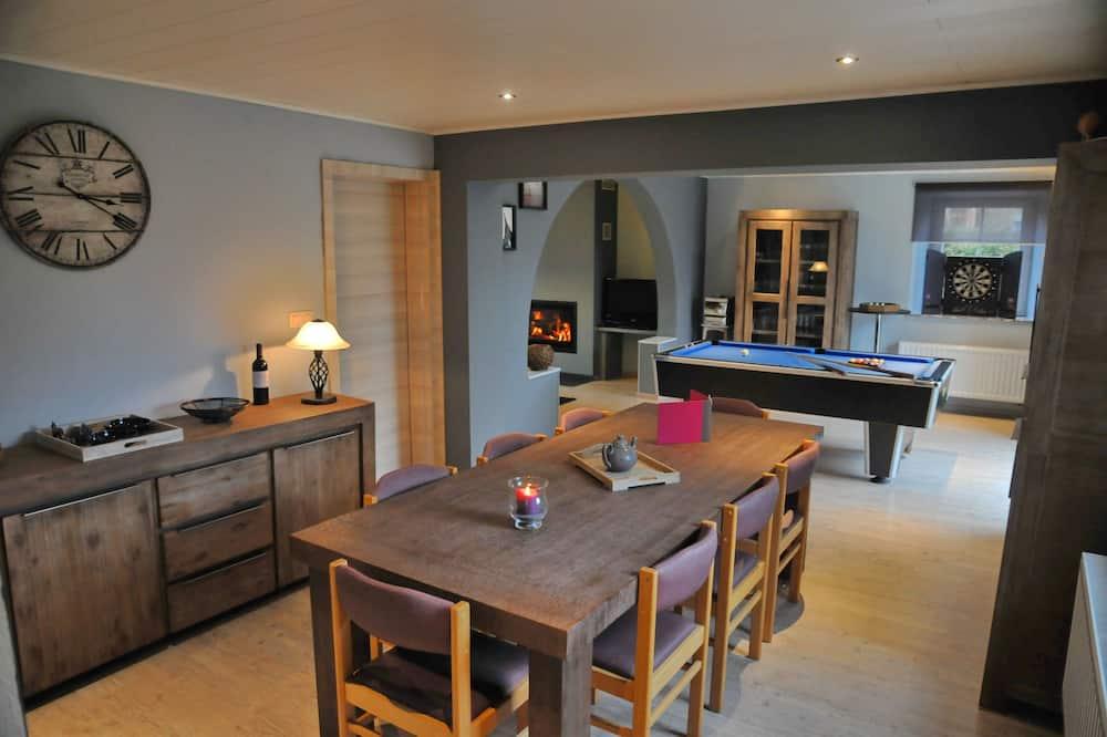 Comfort-Ferienhaus, 3Schlafzimmer - Essbereich im Zimmer