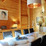 Comfort Chalet, 4 Bedrooms - In-Room Dining