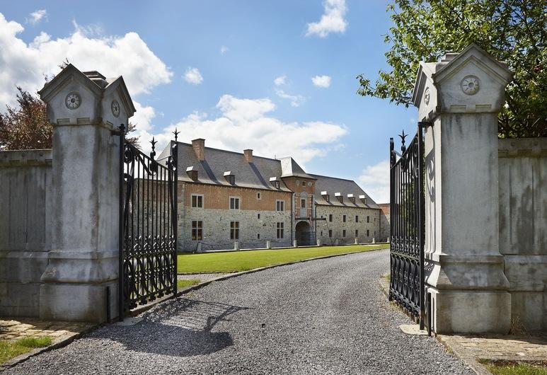Château-Ferme de Pondrôme, Beauraing, Property entrance
