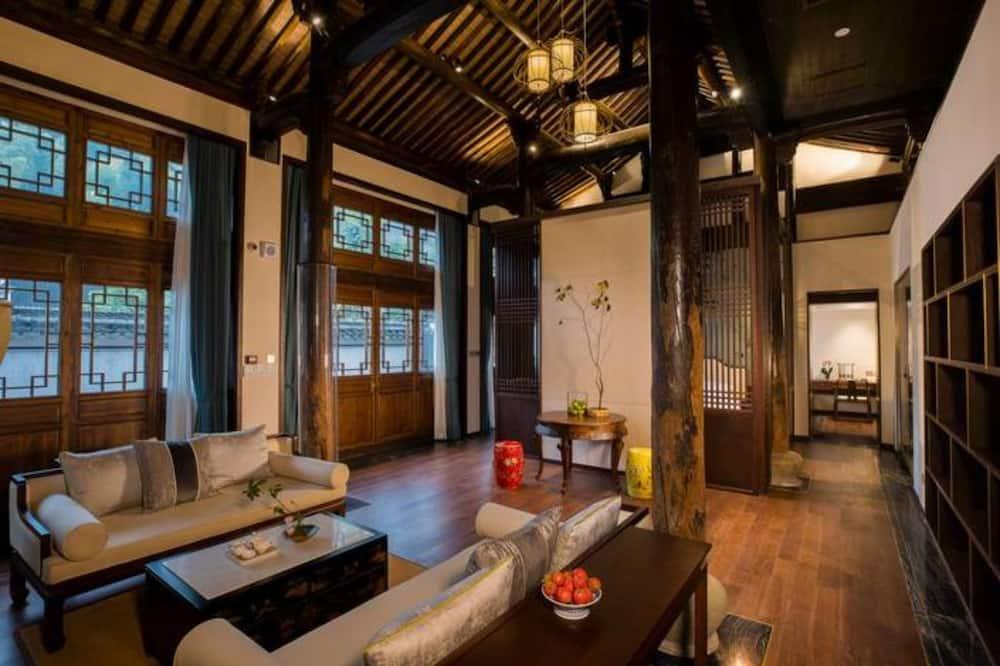 Signature Suite - Living Area