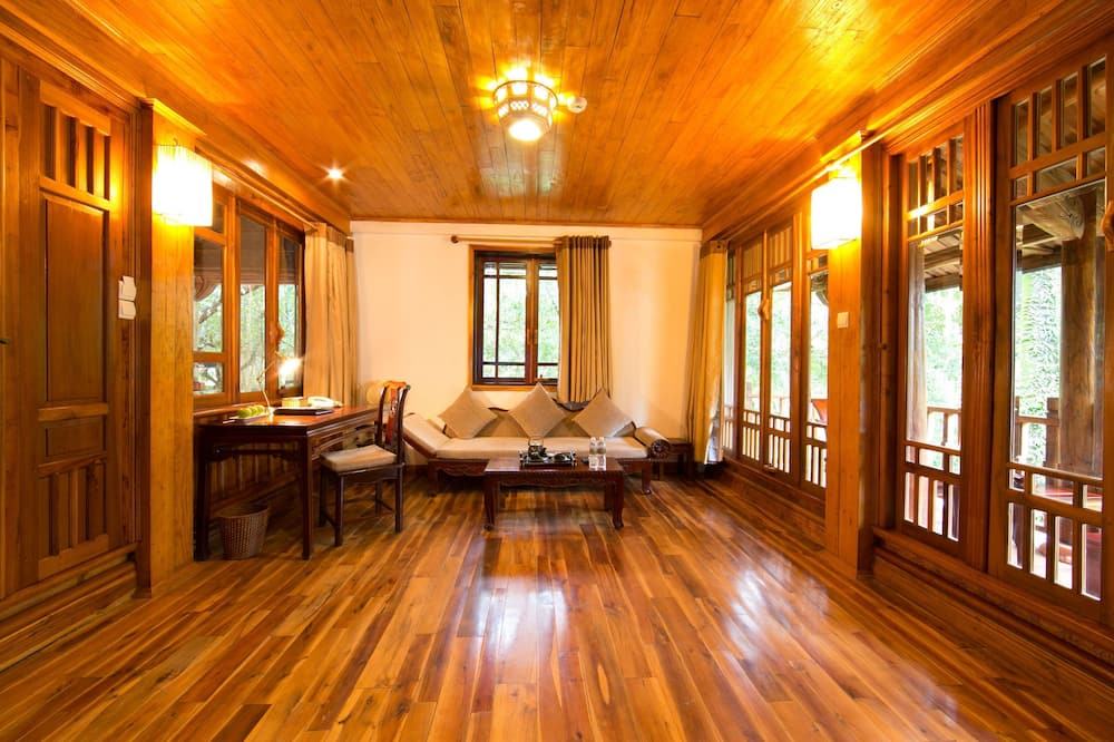 Family Suite, 2 Bedrooms, Garden View - Living Room