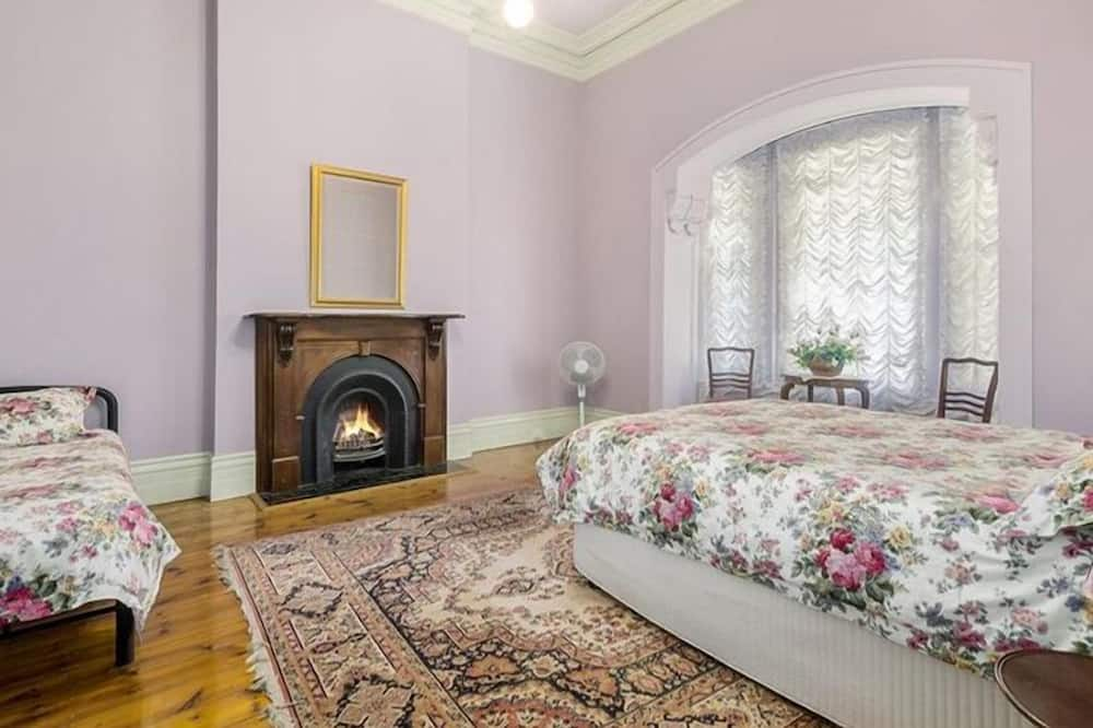 House - Guest Room