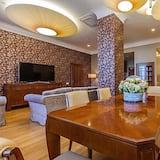 Prezidenta luksusa numurs, viena guļamistaba, virtuve - Dzīvojamā zona