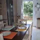 Romantisk studio - utsikt mot trädgården - Matservice på rummet