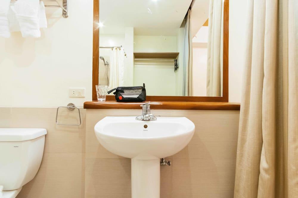 行政套房 - 浴室