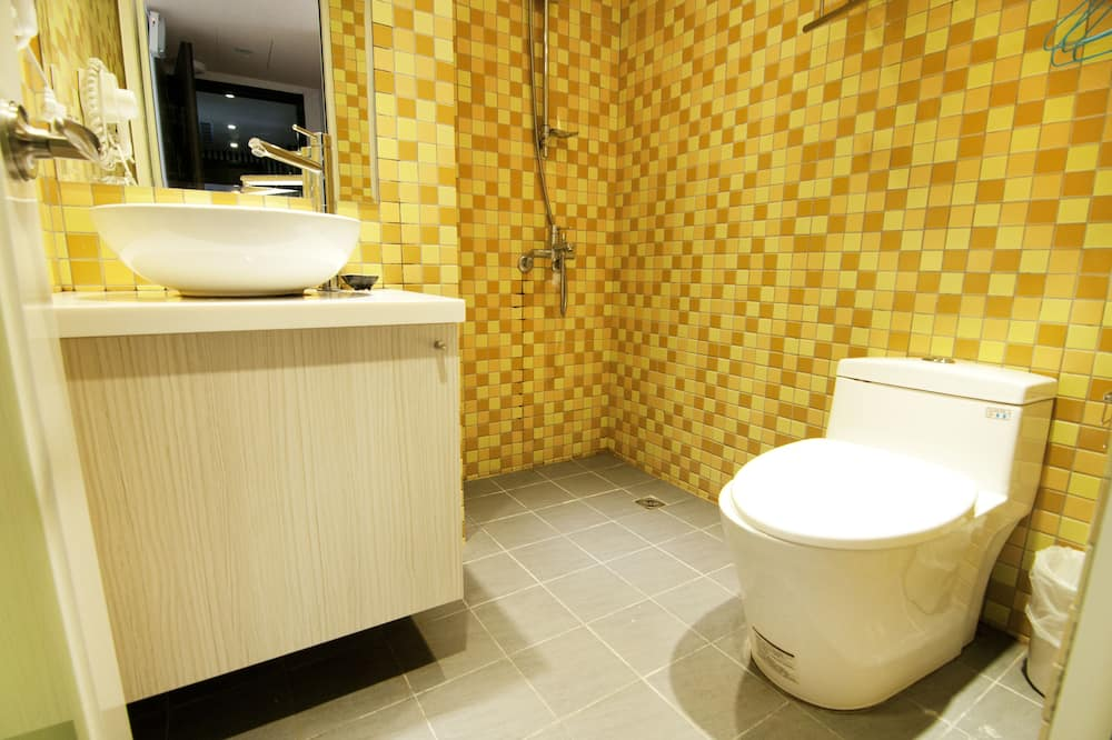 Chambre Quadruple, 2 grands lits, non-fumeurs - Salle de bain