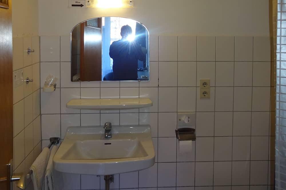 Basic szoba - Fürdőszoba