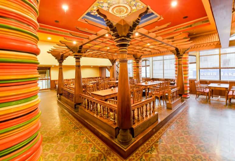 OYO 15247 New Woodlands Hotel, Kočis, Restoranas
