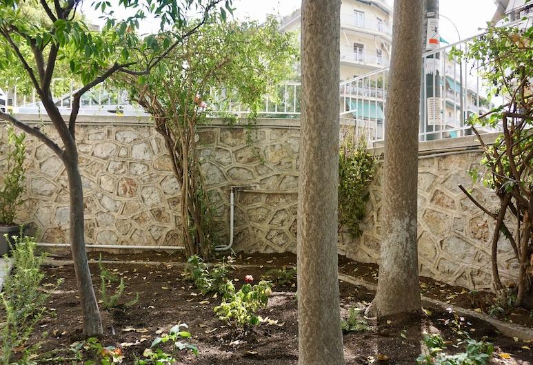 Hilton Hotel Area Renovated Apt next to Metro, Athens, Căn hộ, Sân thượng/sân hiên