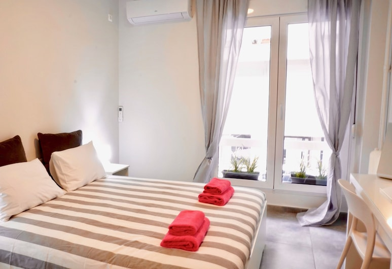 Lovely Renovated Apartment in Hilton Hotel Area, Atény, Apartmán, Izba
