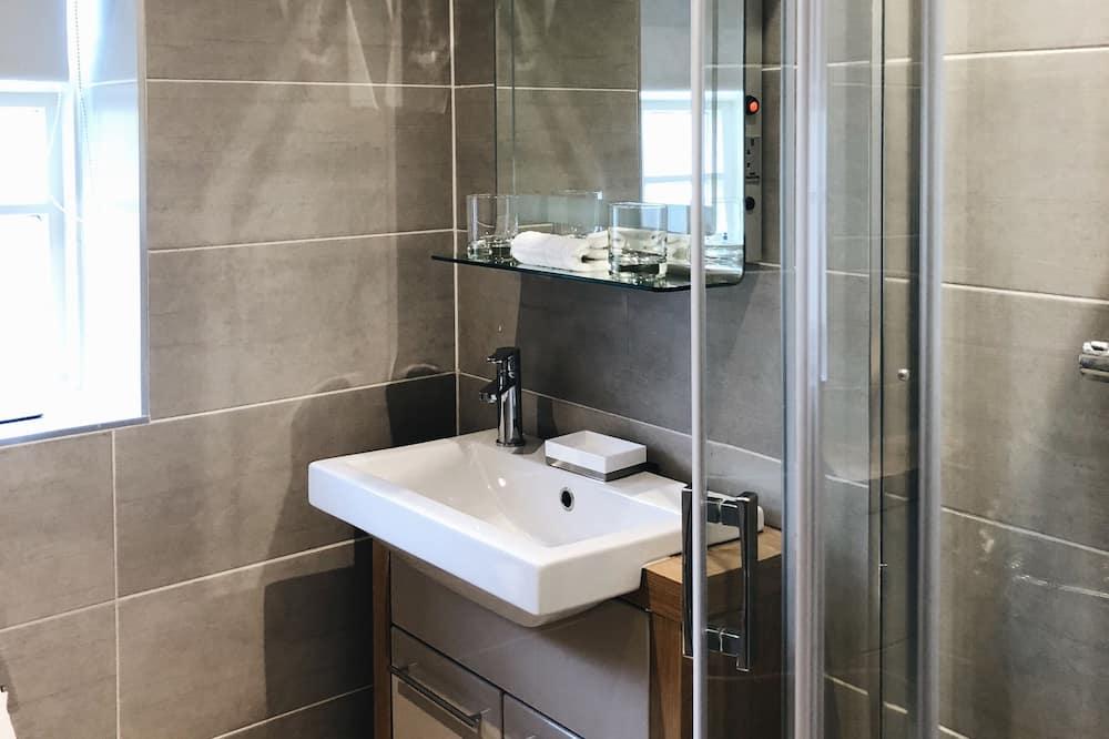 Luxus szoba kétszemélyes ággyal, 1 king (extra méretű) franciaágy, kilátással a kertre - Fürdőszoba