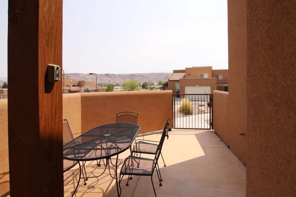 Apartamento em Condomínio Fechado, 3 Quartos - Varanda