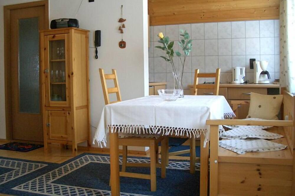 Apartment (Königstein) - Essbereich im Zimmer