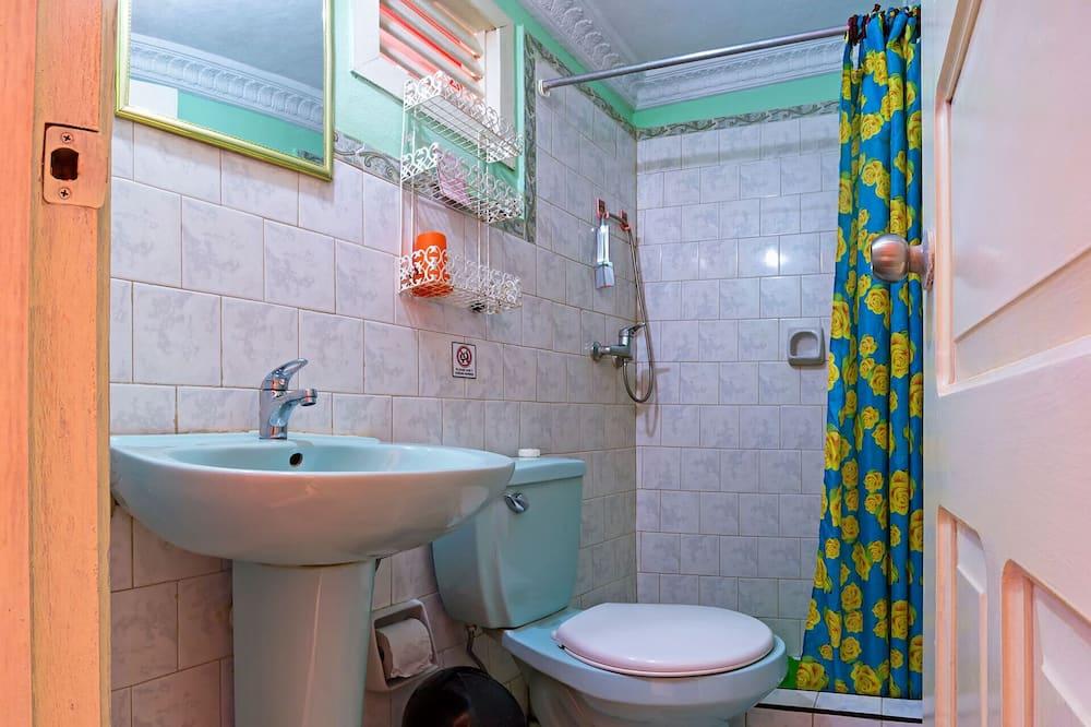 Habitación doble Confort, Varias camas, vista a la ciudad - Baño