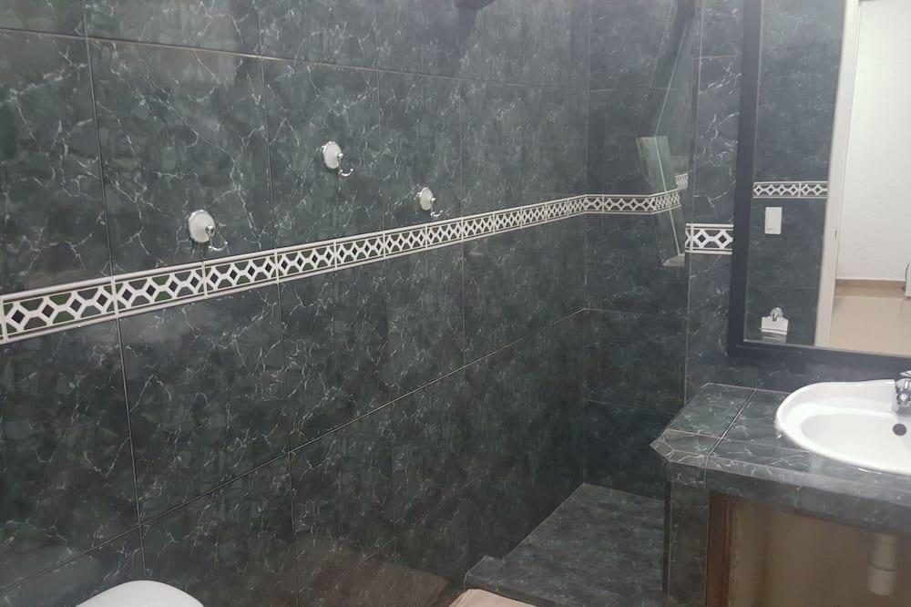 컴포트룸, 퀸사이즈침대 2개, 장애인 지원, 흡연 - 욕실