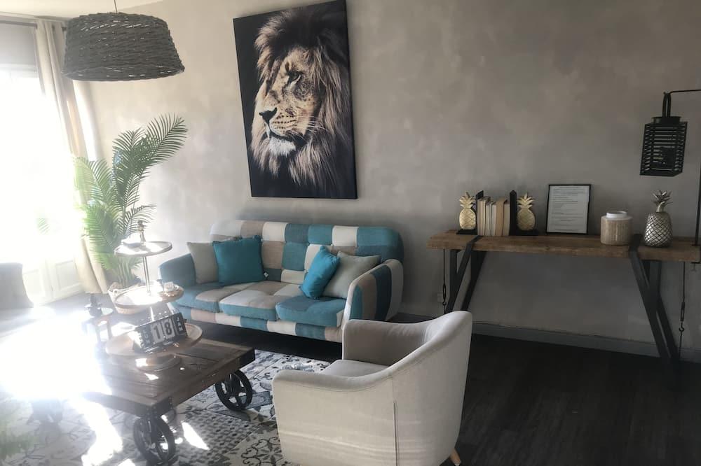 City Apartment, Ensuite - Lounge