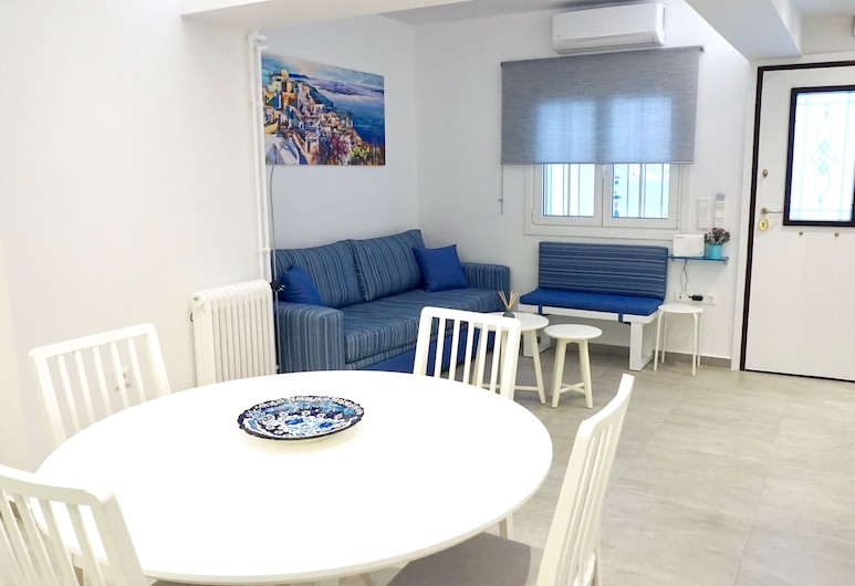 Cycladic Style Apt in Athens, Ateena