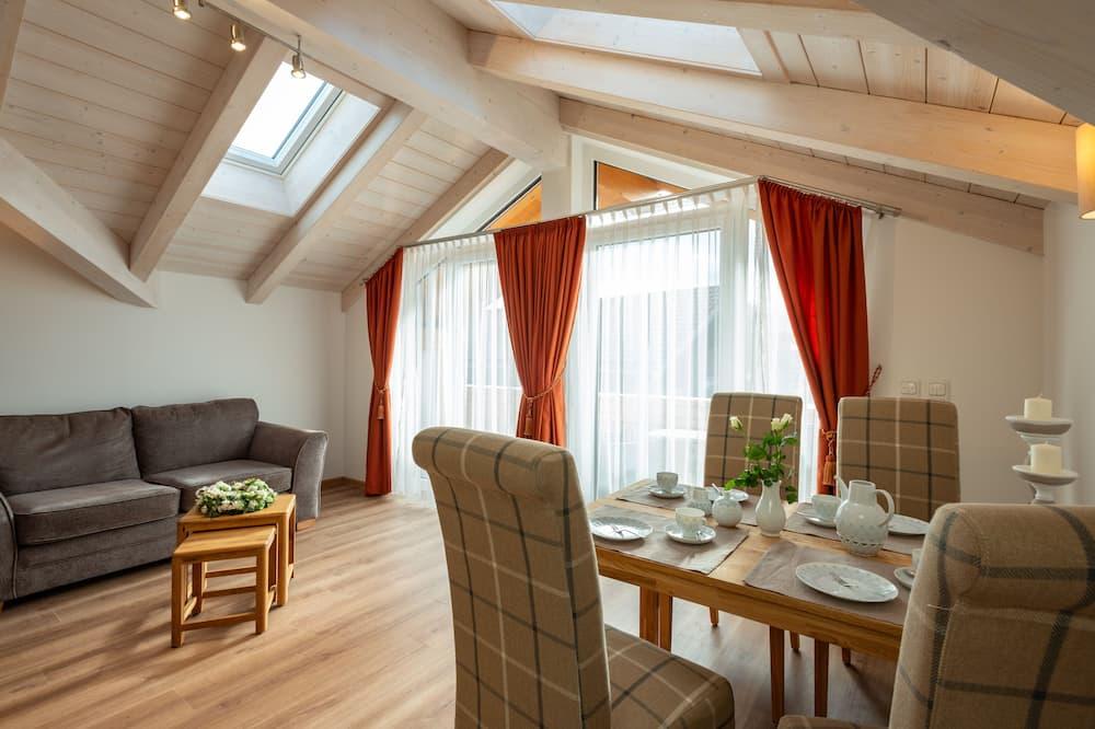 Superior-Suite, 2Schlafzimmer, Balkon, Bergblick - Wohnbereich