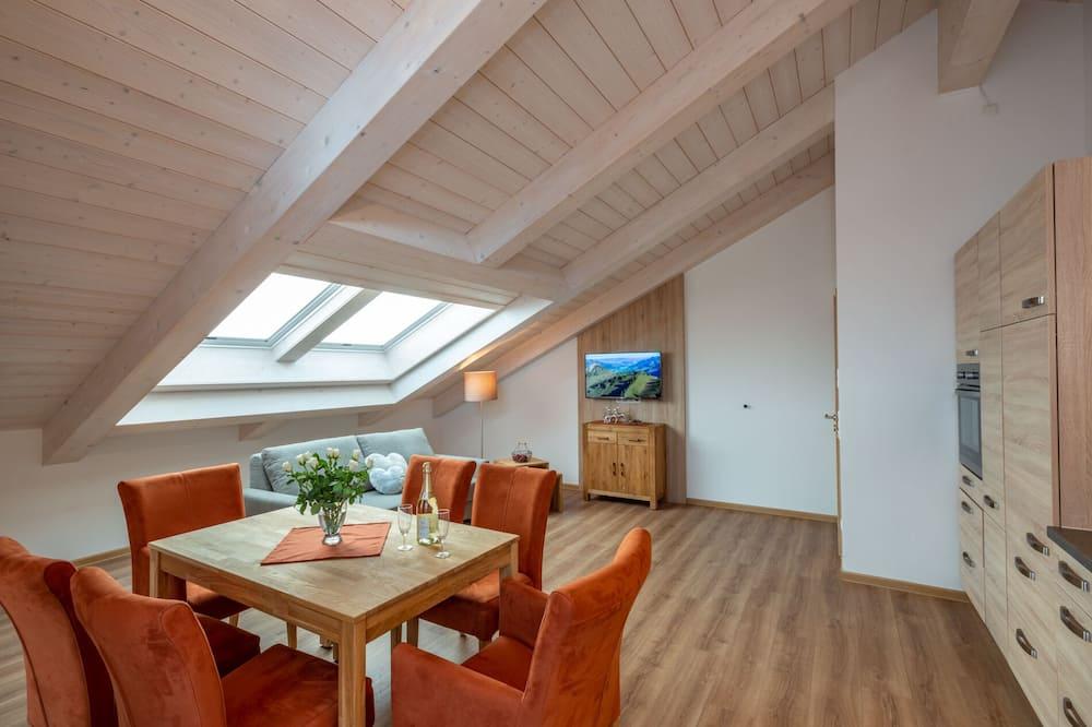 Exclusive-Suite, 1King-Bett und Schlafsofa, Balkon, Seeblick - Wohnbereich