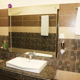 Family Suite, 2 Double Beds, Accessible, Non Smoking - Bathroom
