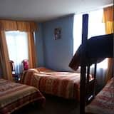 ห้องพักรวม, 1 ห้องนอน, ปลอดบุหรี่ (2 single beds + 1 bunk bed) - ห้องพัก