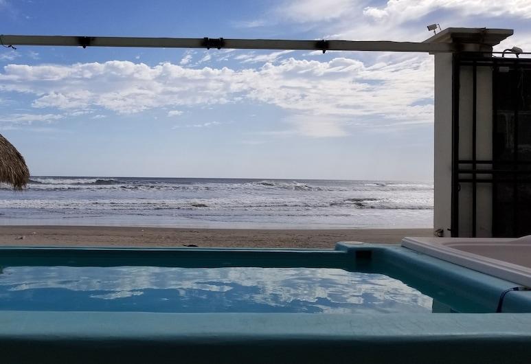 The Beach House at Playa Pochomil - Sleeps 10, Сан-Рафаель-дель-Сур, Басейн