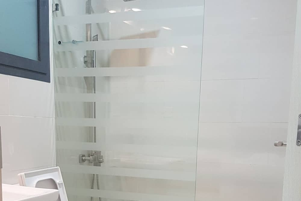 Standard-huoneisto, 2 yhden hengen sänkyä, Esteetön, Kaupunkinäköala - Kylpyhuone