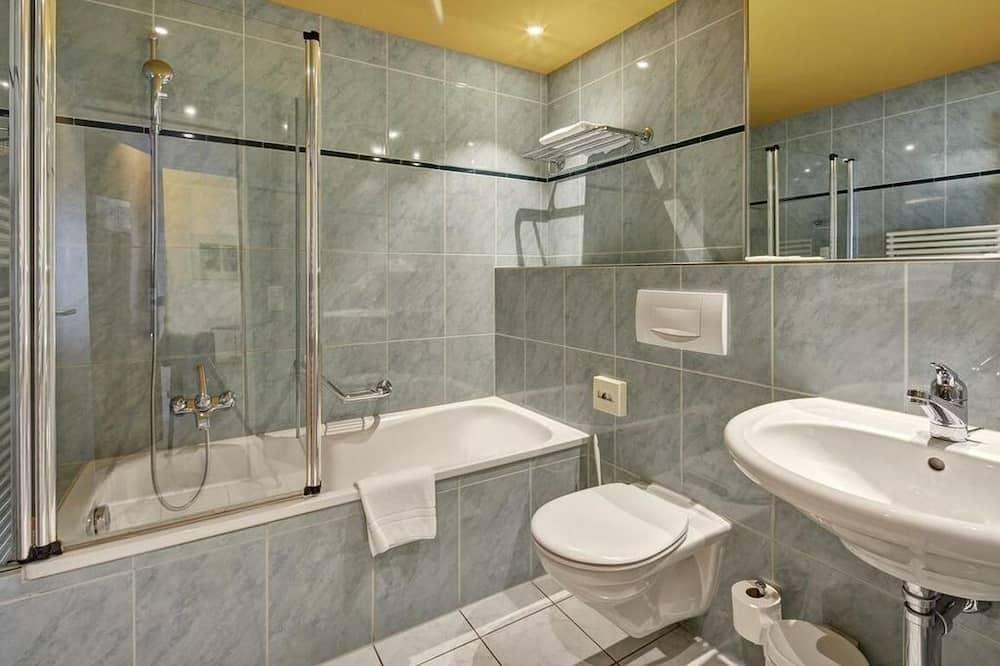 Economy Double or Twin Room - Bathroom