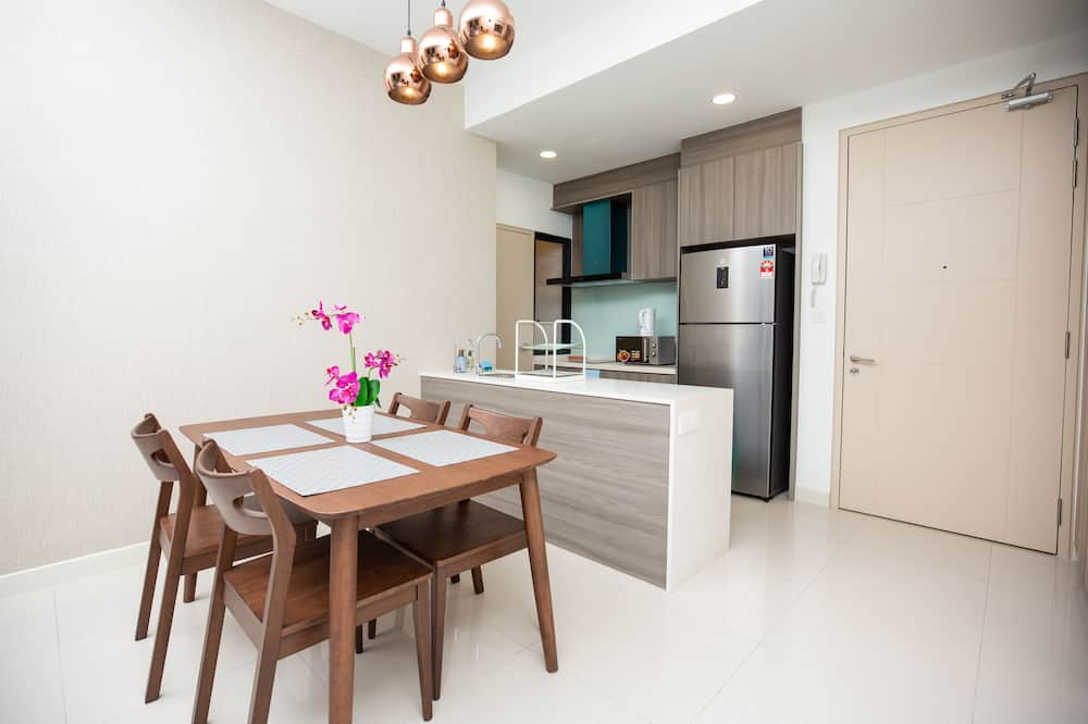 Premium Apartment, 2 Bedrooms - In-Room Dining