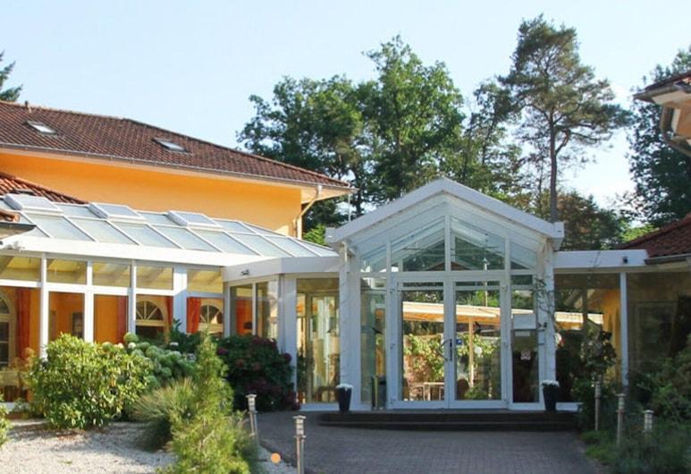 Hostellerie Bacher GmbH, Нойнкірхен, Вхід до готелю