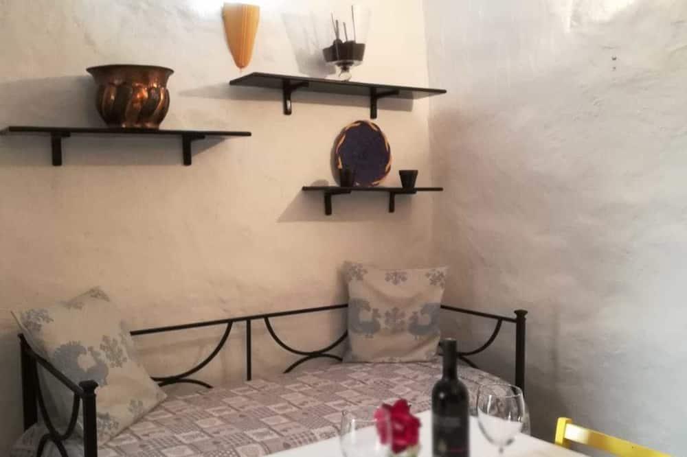 Classic Apartment, 1 Bedroom, Balcony, City View - Living Room