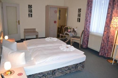 โรงแรมชวาร์เซิส