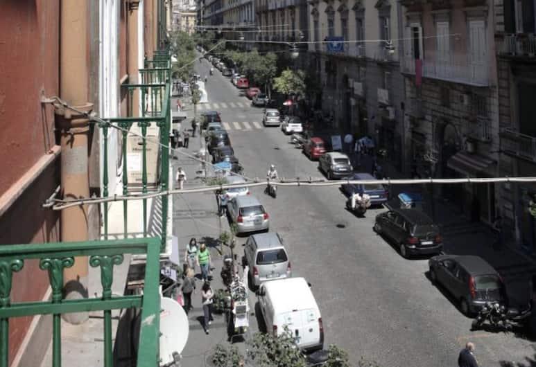 Bruno's Historic Home, Napoli, Utvendig