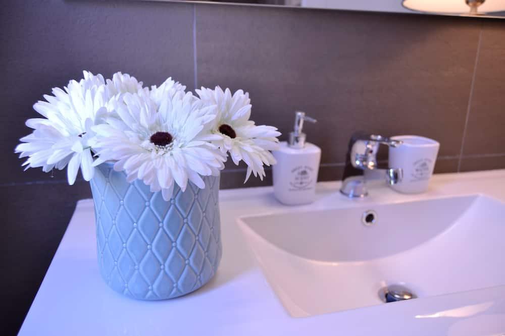 Quarto casal superior, 1 cama Queen, Vista para o jardim (White) - Banheiro
