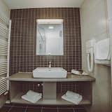 Chambre Double Confort, 1 très grand lit - Salle de bain