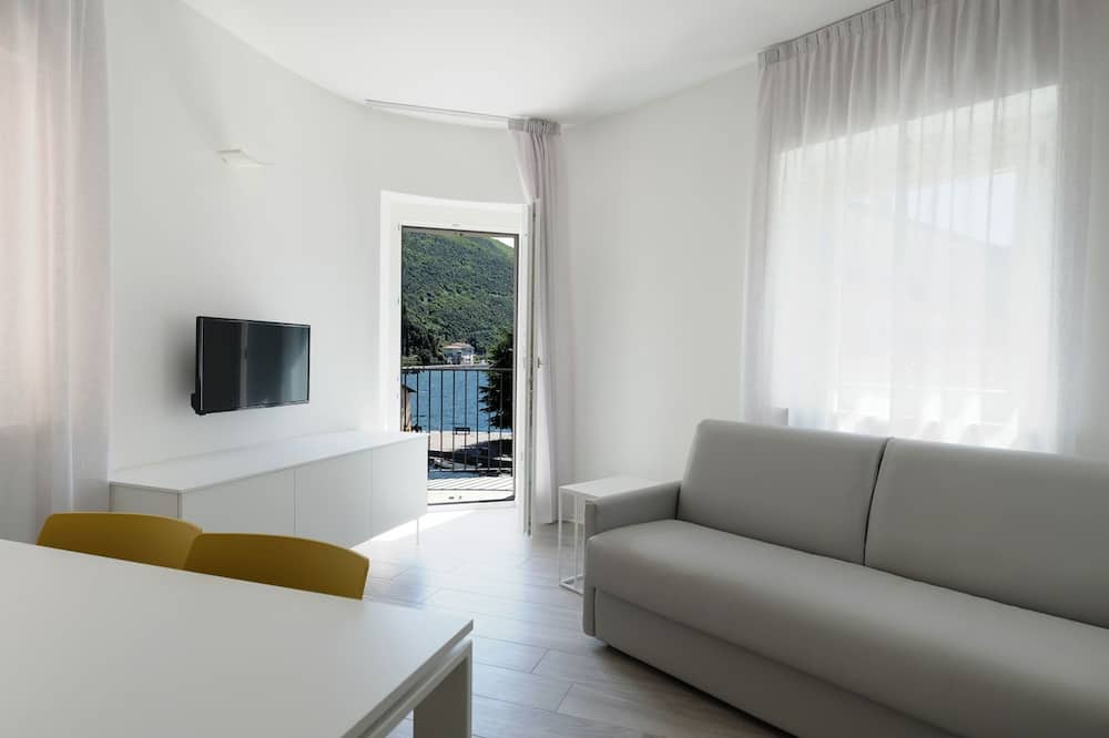 Apartment, 2 Bedrooms, Terrace, Lake View (Dante) - Living Area