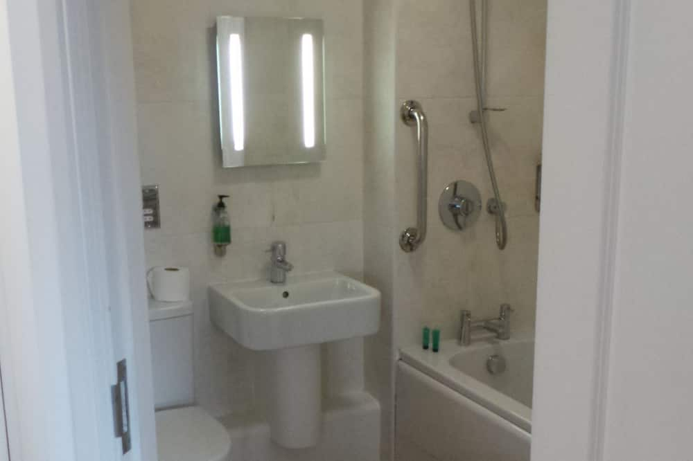 Superior Double or Twin/Family Room - Bathroom