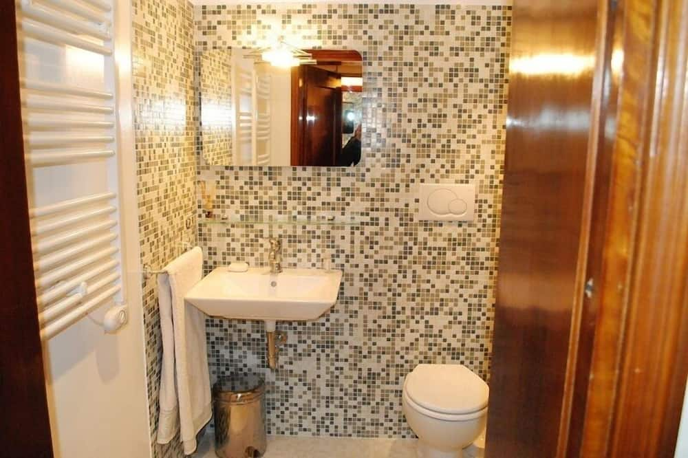 Triple Room, Canal View - Bathroom