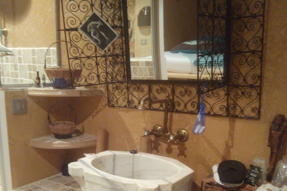 Double Room (Antan) - Bathroom