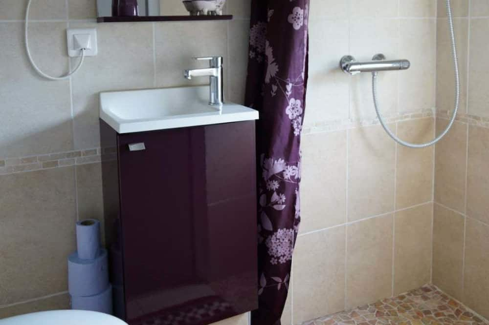 Kahden hengen huone, 1 keskisuuri parisänky, Tupakointi kielletty - Kylpyhuone