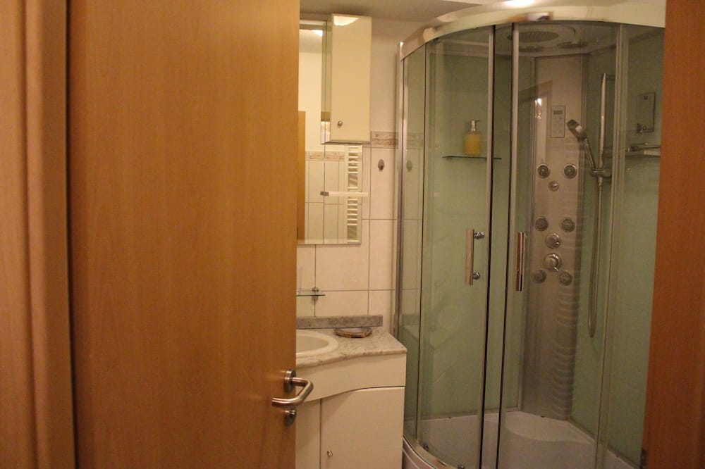 Apartment (1122) - Bathroom Shower