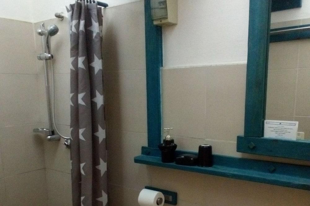 Economy-Vierbettzimmer, Mehrere Betten, Nichtraucher - Badezimmer